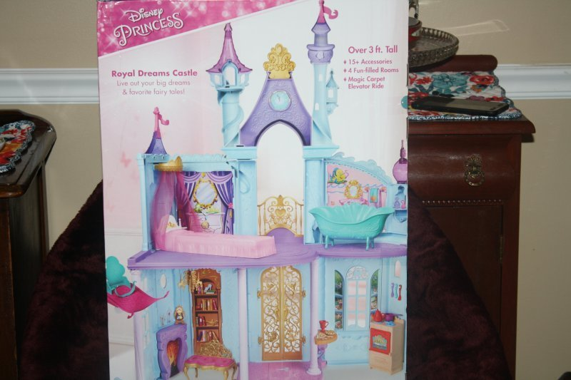 212. Disney princess doll house